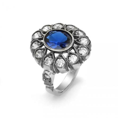 Pierścionek w stylu Art Deco z niebieskim spinelem