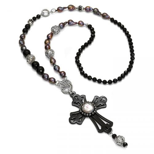 Długi naszyjnik z krzyżem