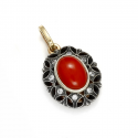 Gold pendant with natural coral