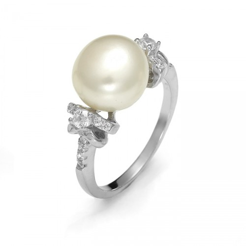 Silver ring with pearl and zircons