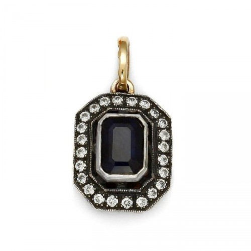 Gold pendant with sapphire